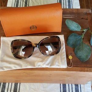 Tory Burch**** Sun Glasses